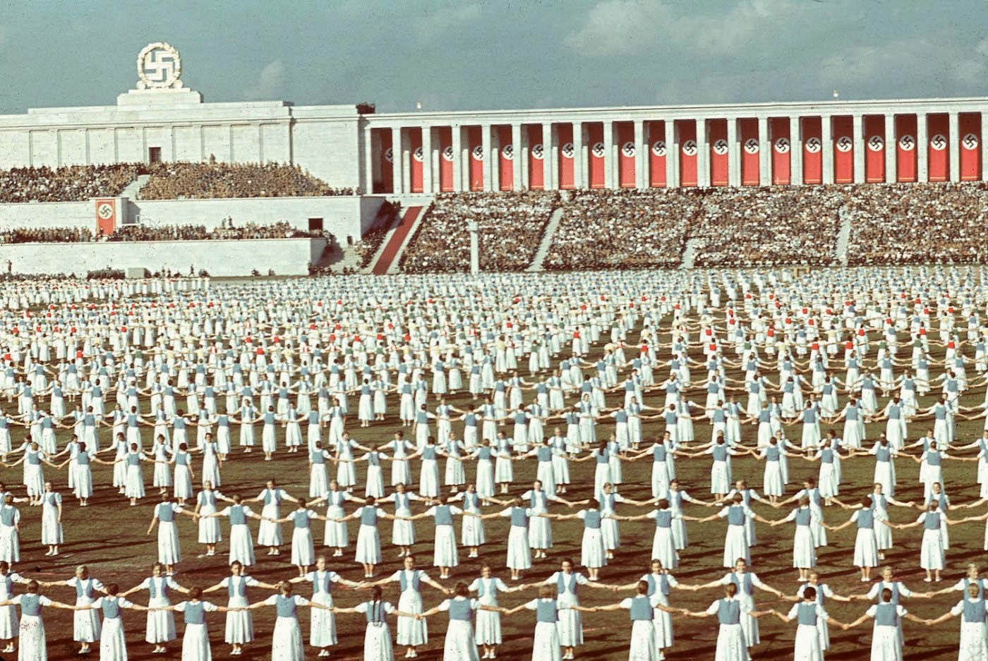 El arte del ceremonial en la Alemania nazi (color)