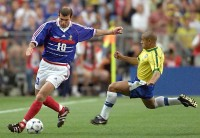 Zidane vs. Roberto Carlos. World Cup 1998.