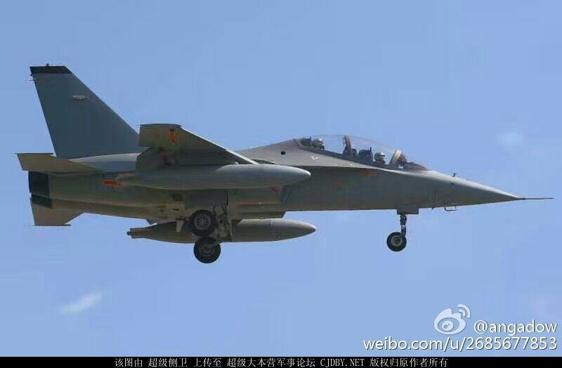 China recibio su primer JL-10 (L-15 Falcon)
