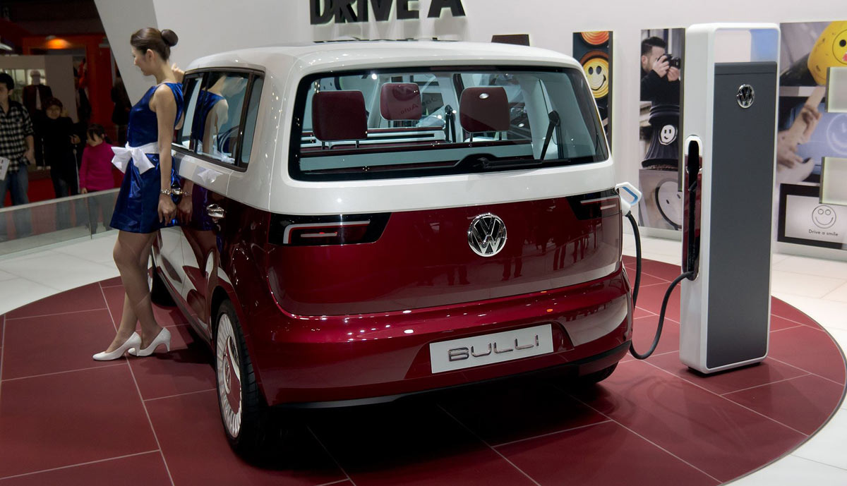 v deo volkswagen combi el ctrica 2017 motor evolution. Black Bedroom Furniture Sets. Home Design Ideas