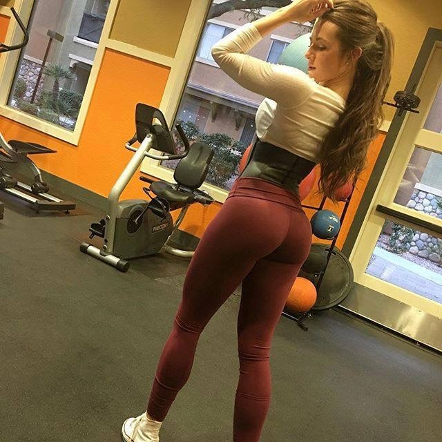 bellas bebotas en el gym