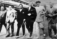 "http://www.taringa.net/posts/imagenes/19277423/Scarface---Fotos-e-Historia-del-famoso-Ganster-Al-Capone.html  ""Scarface"" - Fotos..."